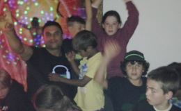 Perth kids Dj - Dj Avi with the kids.jpg